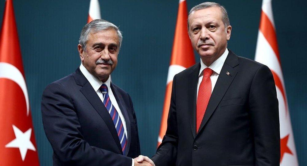 """Akıncı'ya """"Erdoğan'ın yolunda"""" suçlaması"""