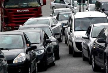 Trafikte ve bankalarda bayram yoğunluğu