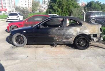 Mağusa'da 2 araç kundaklandı