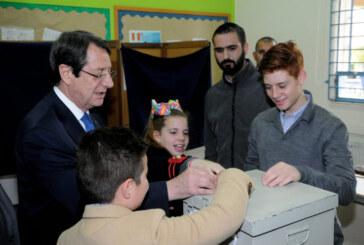 Anastasiadis oyunu kullandı, Kıbrıslı Türklere de mesaj verdi