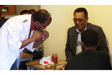 Etiyopyalılar Çiğ Et Yeme Alışkanliğindan Vazgeçemiyor