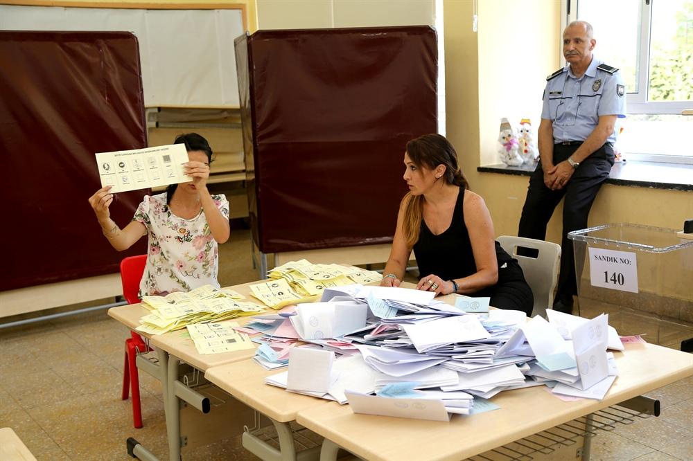 28 belediyeden 23'ünde belediye başkanları koltuklarını korudu