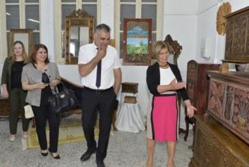 Meral Akıncı, Girne'de yıl sonu sergisinin açılışını yaptı