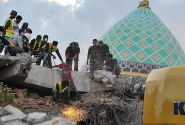 Endonezya'daki depremde ölenlerin sayısı 131'e yükseldi