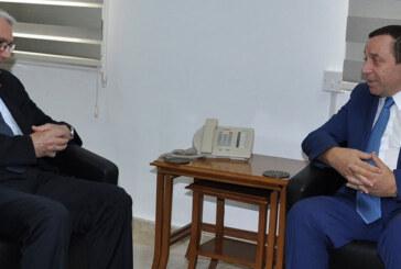 Kanbay, Maliye Bakanı Denktaş'ı ziyaret etti