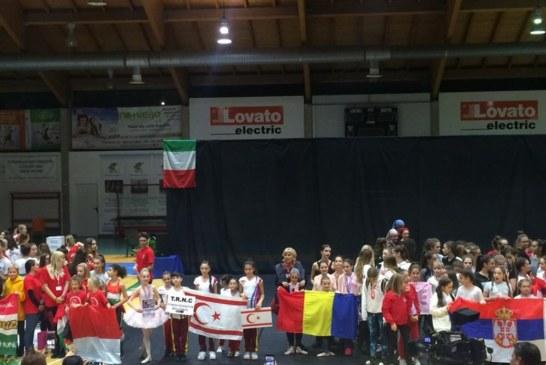 KKTC'yi temsil eden çocuk fitnesçiler İtalya'da takım halinde dünya şampiyonu oldu