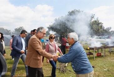 Akıncı,  Alaniçi'ni ziyaret ederek, piknik yapan vatandaşlarla bir araya geldi