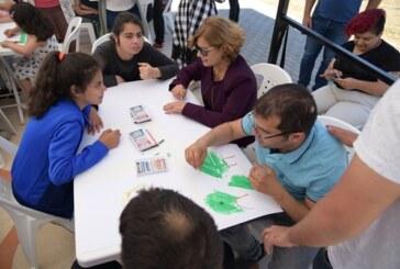 """Meral Akıncı, Engelliler Haftası nedeniyle ortaklaşa düzenlediği """"Resim Şöleni""""ne katıldı"""