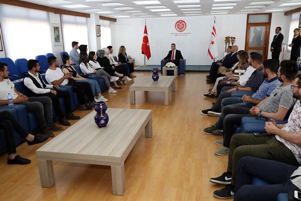 Cumhuriyet Meclisi Başkanı Teberrüken Uluçay, YDÜ öğrencilerini kabul etti