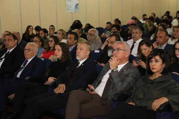 """""""Zirve 4.0 Değişen Gazetecilik"""", açılış konuşmaları ile GAÜ Millenium Senato Hall'de başladı"""