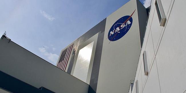 NASA,2024 yılına kadar Ay yüzeyine bir kadın astronot çıkaracağını açıkladı