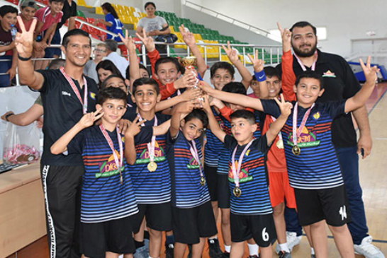 Hentbol'da Atatürk ve Dikmen İlkokulu şampiyon