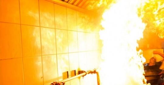Buzluk kısa devre yaptı, işletmenin mutfağı yandı