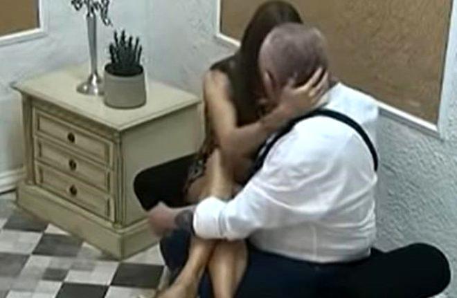 Canlı yayında skandal! 21 yaşındaki model 74'lük kocasını herkesin gözü önünde aldattı