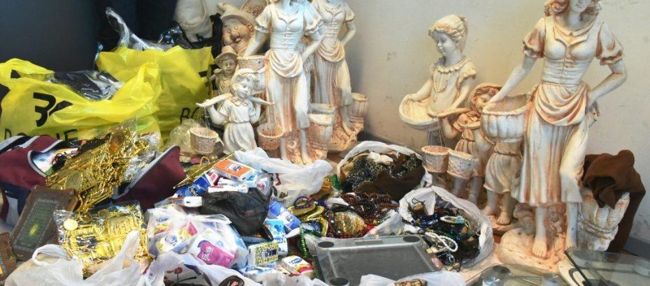 Lefkoşa'da yoğun denetim… Seyyar ve izinsiz şekilde satış yapılan ürünler toplatıldı