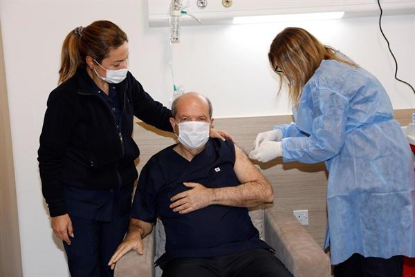 İlk Kovid-19 aşısı Cumhurbaşkanı Tatar'a yapıldı