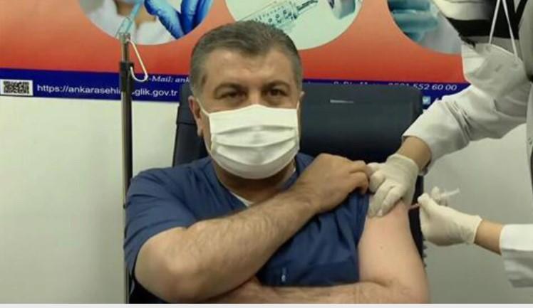 Türkiye Sağlık Bakanı Fahrettin Koca aşı oldu