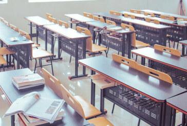 Okulların açılması ertelendi
