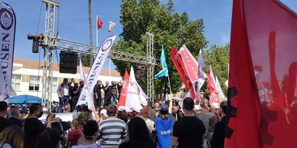 Kamuda örgütlü 6 sendika, Cumhuriyet Meclisi önünde eylem yaptı