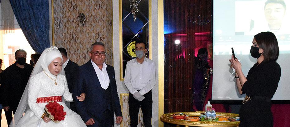 """KKTC'de görevli asker, Kırıkkale'deki düğününe """"Çevrim İçi"""" katıldı"""
