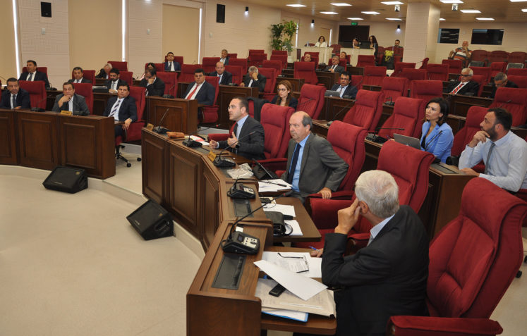 Meclis'i Kıbrıs konusundaki karar önergeleri gerdi