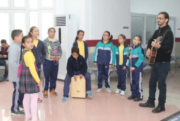 Dörtyol öğrencilerinden hastalara yılbaşı sürprizi
