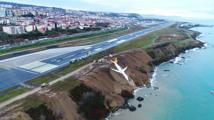 Pegasus uçağı pistten çıktı