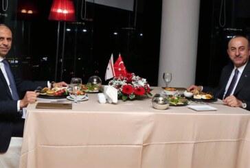 Özersay, Girne'deki bir restorantta Çavuşoğlu ile biraraya geldi