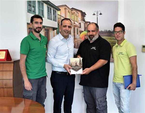 Harmancı, Taşkent Doğa Parkı bünyesindeki Kıbrıs Yaban Hayat Araştırma Enstitüsü Direktörü  Başat'ı kabul etti