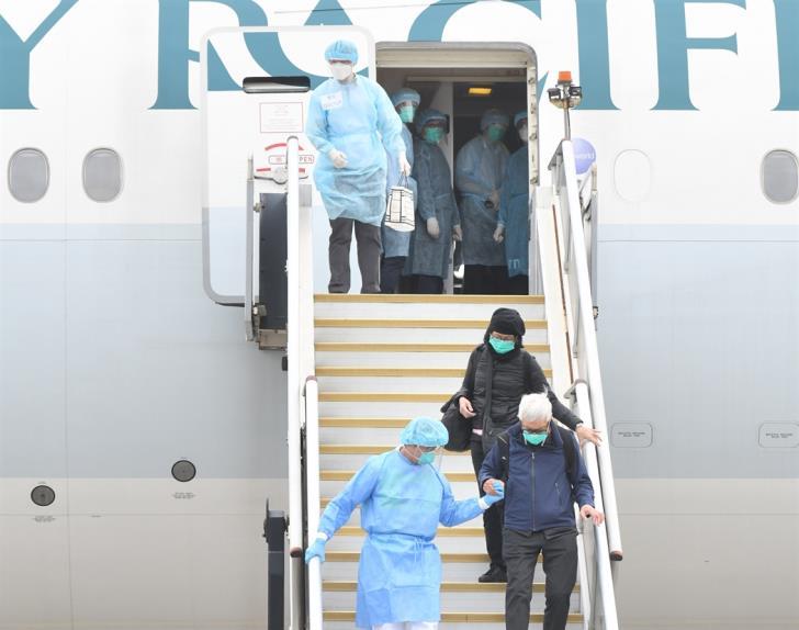 Londra'dan gelen uçaktaki tüm yolcular karantinaya alındı