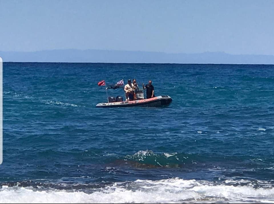 Aile perişan... Deniz kıyısında gelecek haberi bekliyor