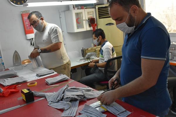 Girne Belediyesi, kendi personeli için maske üretmeye başladı