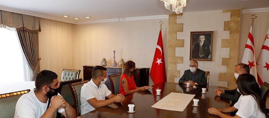Cumhurbaşkanı Akıncı, Bakiye Kürtoğlu ve beraberindeki öğrencileri kabul etti