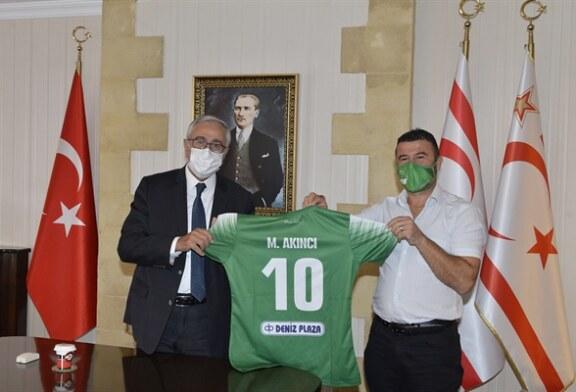 Akıncı, Gençlik Gücü Türk Spor Kulübü Başkanı seçilen Osman Karamanlı ve yönetim kurulu üyelerini kabul etti