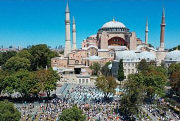 Türkiye'de 65 yaş üstü ve kronik rahatsızlığı bulunanlara namazlarını evde kılmaları tavsiye edildi