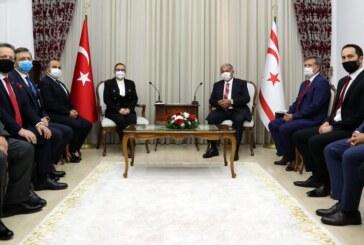 Meclis Başkanı Sennaroğlu, Türkiye Ticaret Bakanı Pekcan'ı kabul etti