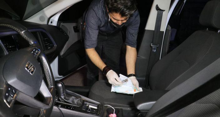 'Dur' ihtarına uymayan araçta, maske kutusundan uyuşturucu çıktı