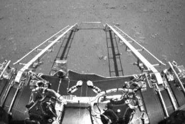 Zhurong, Mars'tan ilk fotoğrafları gönderdi