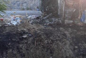 150 adet selvi ile yabani zeytin ağaçları ve bir şahsa ait bahçe evinde bulunan çocuk oyun evi yanarak zarar gördü