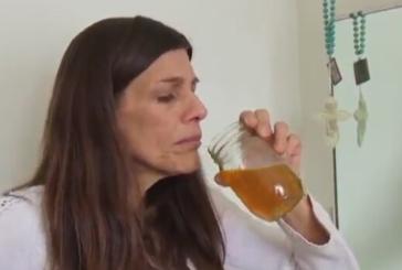 Baş ağrısı geçmediği için kendi idrarını içen Carrie Steele'nin yöntemi pes dedirtti