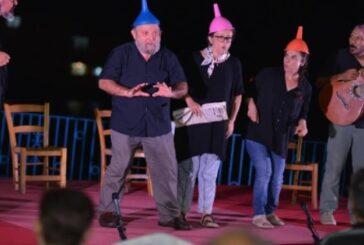 """""""Delirenler"""" oyunu Girne'de seyirciyle buluştu"""